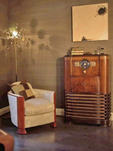 DP_Rusu-Chair-Vintage-Radio