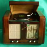 Ламповый радиоприемник Урал-53 с акустическим музыкальным корпусом